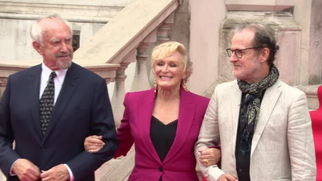 jonathan pryce, glenn close, bjorn runge at 'the wife' uk premiere at somerset house on august 09, 2018 in london, england. - ジョナサン・プライス点の映像素材/bロール