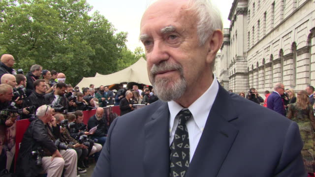 jonathan pryce on his character, the script, plot twist within the film, liking your character, playing high sparrow, working with glenn close. age... - ジョナサン・プライス点の映像素材/bロール