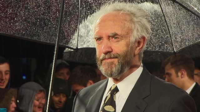 vídeos de stock e filmes b-roll de interview jonathan pryce on the movie being better than the last and on the stunts at the gi joe retaliation uk premiere on the 18th of march 2013 - vingança