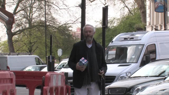 jonathan pryce out shopping. at the celebrity sightings in london at london england. - ジョナサン・プライス点の映像素材/bロール