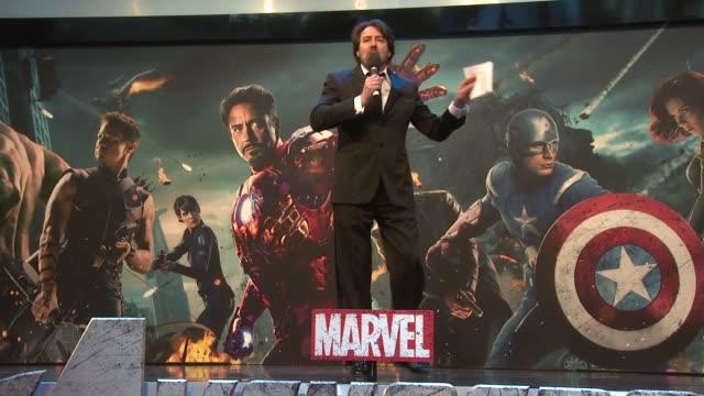 jonathan ross at avengers assemble european premiere at westfield on april 19, 2012 in london, england - イギリスのブロードキャスター ジョナサン・ロス点の映像素材/bロール
