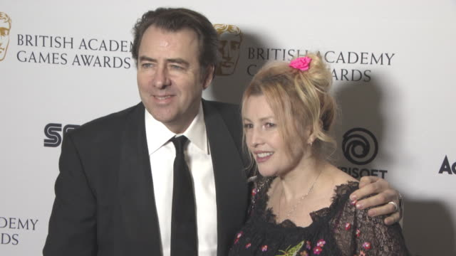 jonathan ross, jane goldman at british academy games awards at the troxy on april 12, 2018 in london, england. - ジェーン ゴールドマン点の映像素材/bロール
