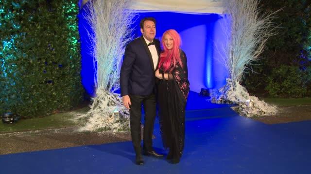 jonathan ross, jane goldman at winter whites gala - the duke of cambridge hosts at kensington palace on november 26, 2013 in london, england. - イギリスのブロードキャスター ジョナサン・ロス点の映像素材/bロール