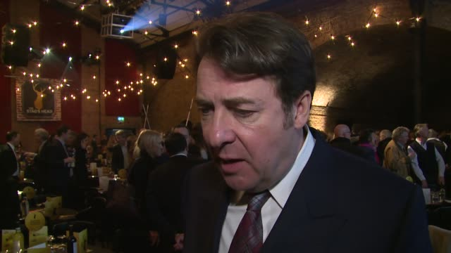 vídeos de stock, filmes e b-roll de jonathan ross on pub quizzes, the baftas, jane goldman and kingsmans at centrepoint ultimate pub quiz on 3rd february 2015 in london, england. - jonathan ross
