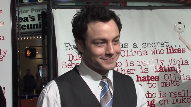 jonathan sadowski on how his character helps amanda bynes' character transform into a guy at the she's the man los angeles premiere at the mann... - アマンダ バインズ点の映像素材/bロール