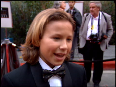 stockvideo's en b-roll-footage met jonathan taylor thomas at the 1995 screen actors guild sag awards at universal studios in universal city california on february 25 1995 - 1995