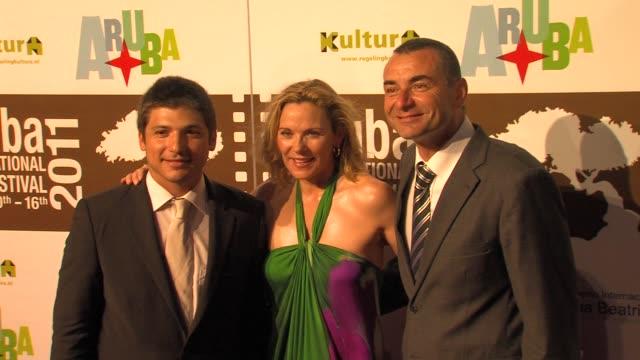 jonathan vieira, kim cattrall, giuseppe cioccarelli at the aruba international film festival opening: meet monica velour premiere at aruba . - ベルベット点の映像素材/bロール