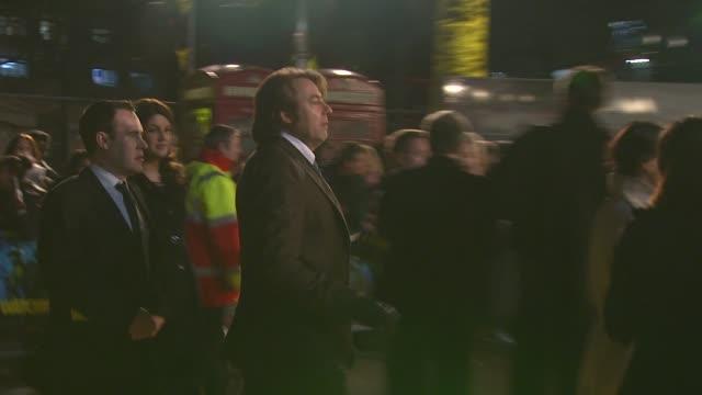 jonathon ross at the watchmen world premiere at london . - イギリスのブロードキャスター ジョナサン・ロス点の映像素材/bロール