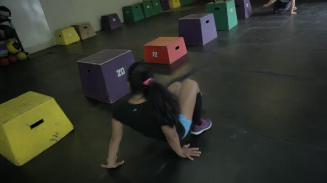 stockvideo's en b-roll-footage met jonice does reverse crab walk. - haar naar achteren