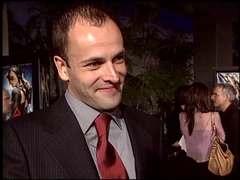 vídeos y material grabado en eventos de stock de jonny lee miller at the 'aeon flux' premiere at the cinerama dome at arclight cinemas in hollywood, california on december 1, 2005. - jonny lee miller