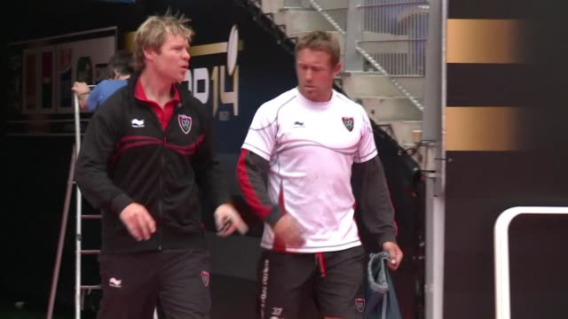 vídeos de stock, filmes e b-roll de jonny wilkinson will step onto the field as a professional rugby player for the last time on saturday in an event that will overshadow the top 14... - último dia