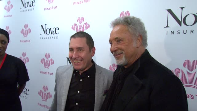 jools holland and tom jones *guardian & telegraph out* at the prince's trust rock gala 2010 backstage reactions at london england. - jools holland stock-videos und b-roll-filmmaterial