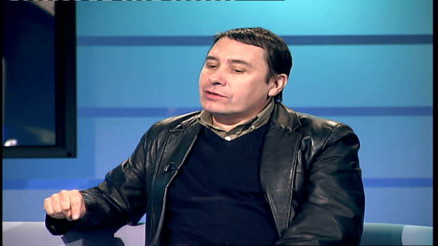 london gir int jools holland interview sot discusses new country album recorded with guest performers/ enjoys working with other musicians and... - アルバムのタイトル点の映像素材/bロール