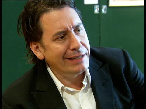 vidéos et rushes de jools holland interview / playing piano; jools holland interview sot - on type of owner he would like to take the piano home / on piano's name / on... - jools holland