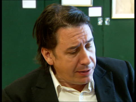 jools holland interview / playing piano; jools holland interview sot - relates anecdote about mccartney composing 'lady madonna' and illustrates by... - jools holland stock-videos und b-roll-filmmaterial