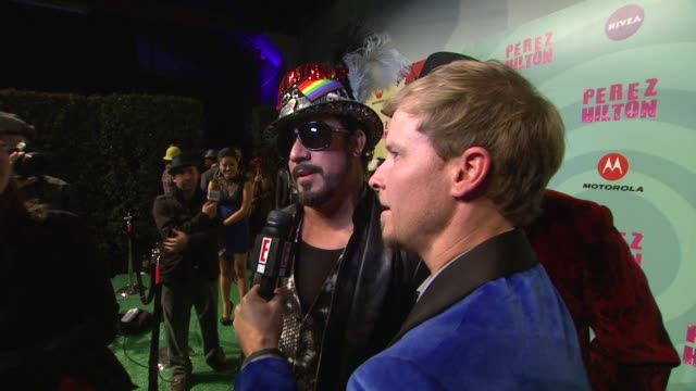 jordan knight joey mcintyre and jonathan knight at perez hilton's mad hatter tea party birthday celebration on 3/24/2012 in los angeles ca - mad hatter stock videos and b-roll footage