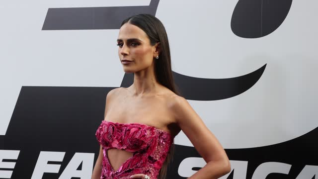 """vídeos de stock, filmes e b-roll de jordana brewster attends the universal pictures """"f9"""" world premiere at tcl chinese theatre on june 18, 2021 in hollywood, california. - tcl chinese theatre"""