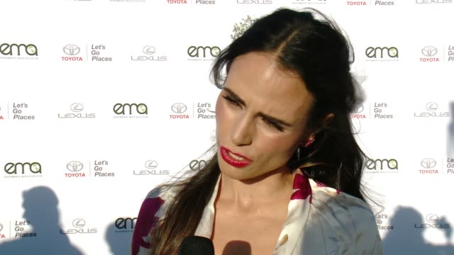interview jordana brewster on why now more than ever it's important to support environment causes on what message she has for the victims affected by... - バーカーハンガー点の映像素材/bロール