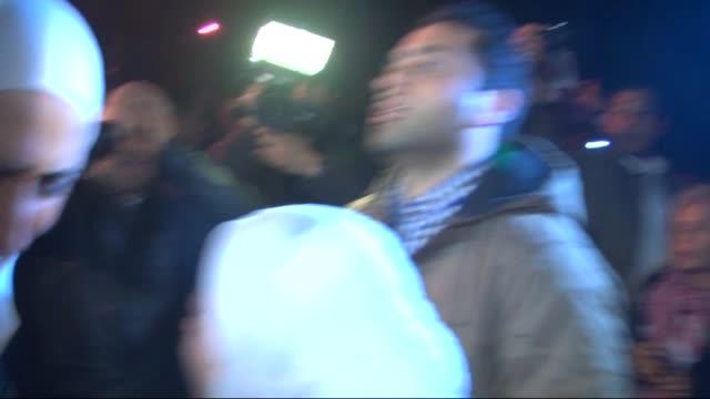 jordanian pilot maaz al-kassasbeh's relatives stage a demonstration in front of the royal palace, demanding the release of sajida al-rishawi, in... - 情報伝達サイン点の映像素材/bロール
