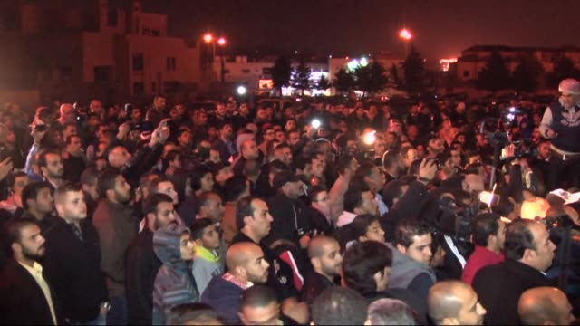 jordanians gather in front of the kerakians foundation in dabouq region of amman after islamic state of iraq and levant releases a video recording... - isis execution stock videos & royalty-free footage