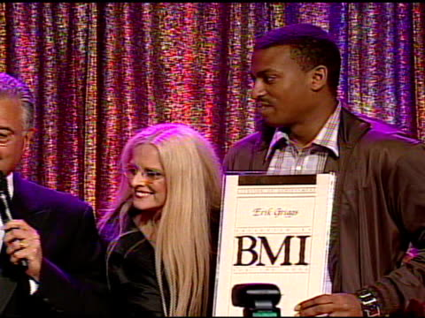 jordin sparks receiving award at the bmi's 57th annual pop awards at beverly hills ca. - sparks点の映像素材/bロール