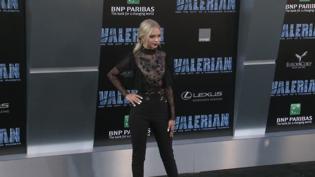 jordyn jones at the 'valerian and the city of a thousand planets' world premiere at tcl chinese theatre on july 17, 2017 in hollywood, california. - tcl chinese theatre stock-videos und b-roll-filmmaterial