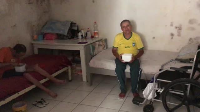 vídeos de stock e filmes b-roll de interview josé luis paixão da silva on safety precautions during the coronavirus pandemic in paraisopolis favela on march 24 2020 in sao paulo brazil... - favela