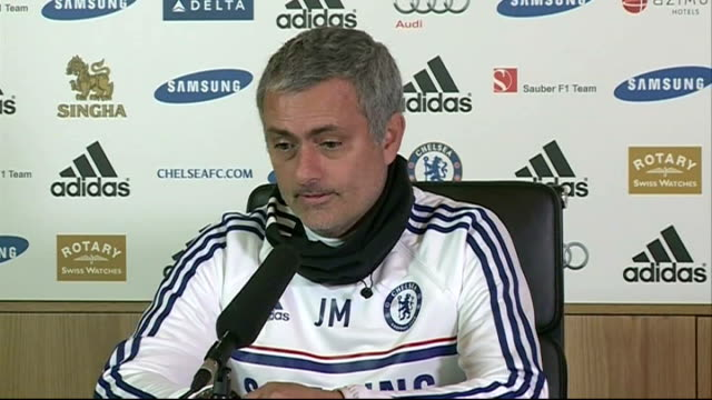 vidéos et rushes de jose mourinho and arsene wenger comment on sale of juan mata to manchester united; 24.1.2014 mourinho press conference sot - wenger complaining is... - displeased