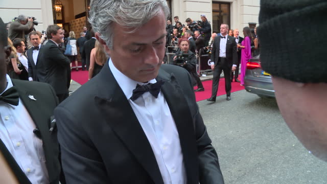 jose mourinho at gq men of the year awards on september 08 2015 in london england - ジョゼ・モウリーニョ点の映像素材/bロール