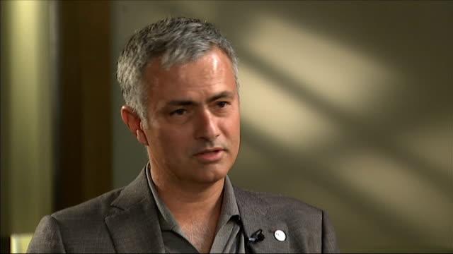 jose mourinho becomes un ambassador against hunger england london int jose mourinho interview sot - ジョゼ・モウリーニョ点の映像素材/bロール