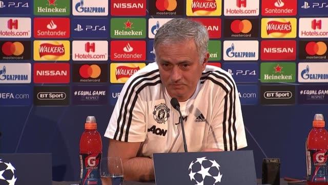 jose mourinho blames players for manchester united's poor performance england greater manchester carrington tarfford training centre int jose... - ジョゼ・モウリーニョ点の映像素材/bロール