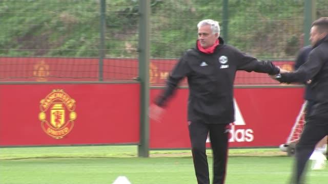 jose mourinho blames players for manchester united's poor performance england greater manchester carrington tarfford training centre ext jose... - ジョゼ・モウリーニョ点の映像素材/bロール