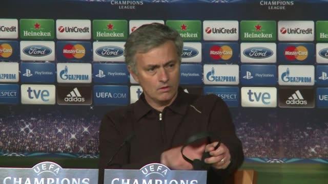 jose mourinho deslizo la posibilidad de volver a dirigir en inglaterra luego de que el real madrid quedara fuera de la final de la liga de campeones... - dirigir stock videos and b-roll footage