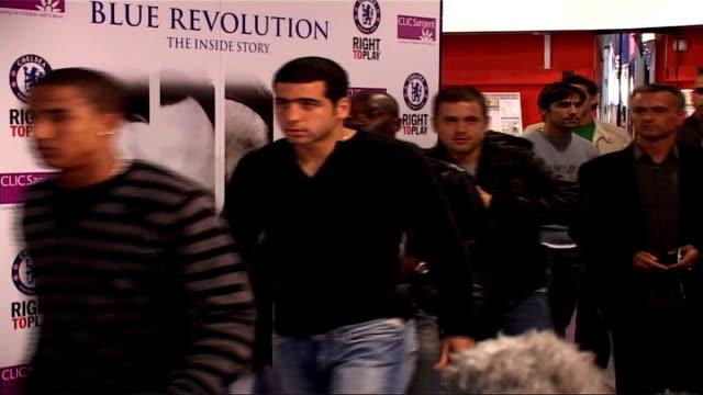 jose mourinho leaves chelsea fc by 'mutual consent' london stamford bridge photography *** chelsea football players and jose mourinho along to... - chelsea fc bildbanksvideor och videomaterial från bakom kulisserna