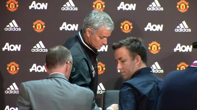 jose mourinho officially unveiled as new manchester united manager england greater manchester carrington photography** jose mourinho into press... - ジョゼ・モウリーニョ点の映像素材/bロール