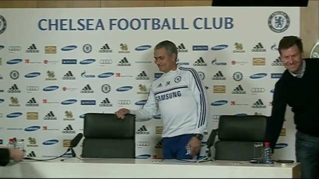 surrey cobham int jose mourinho into press conference jose mourinho press conference sot - コブハム点の映像素材/bロール