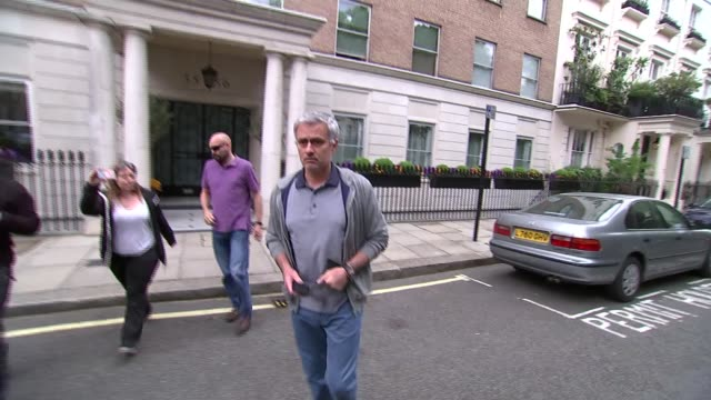jose mourinho tipped to be new manager at manchester united england london ext various of former chelsea manager jose mourinho tipped to be the next... - ジョゼ・モウリーニョ点の映像素材/bロール