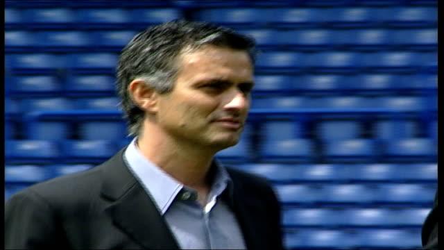 jose mourinho unveiled as new chelsea manager itn london ext la weather vane at stamford bridge cms jose mourinho walking along pan lms jose mourinho... - ジョゼ・モウリーニョ点の映像素材/bロール