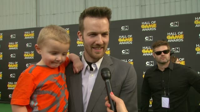interview joseph ashby with son titus ashby on shooting hoops at the show and on being at the event at cartoon network hosts fourth annual hall of... - barker hangar stock-videos und b-roll-filmmaterial