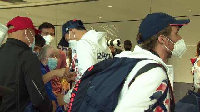 joseph choong, olympic gold medallist in modern pentathlon, arrives at heathrow airport and greets family after the competing in the tokyo olympics... - gesturing stock videos & royalty-free footage