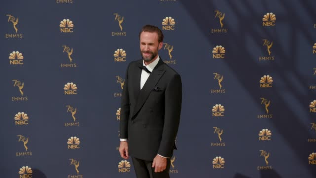 vídeos de stock, filmes e b-roll de joseph fiennes at the 70th emmy awards arrivals at microsoft theater on september 17 2018 in los angeles california - 70th annual primetime emmy awards