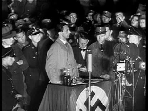 vídeos de stock, filmes e b-roll de joseph goebbels speech by the book burning bonfire / he declares the end of jewish domination of german intellectual life. joseph goebbels speaking... - 1933