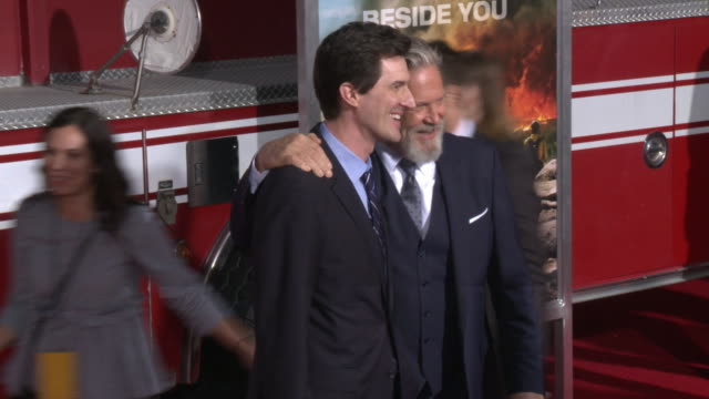 joseph kosinski and jeff bridges at the only the brave premiere at regency village theatre on october 08 2017 in westwood california - only the brave 2017 film stock videos & royalty-free footage