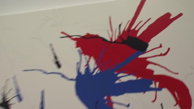 "joseph la piana's ""kinetic state"" art exhibition at the joseph la piana's ""kinetic state"" art exhibition opening at the robert miller gallery in new... - ピアナ点の映像素材/bロール"