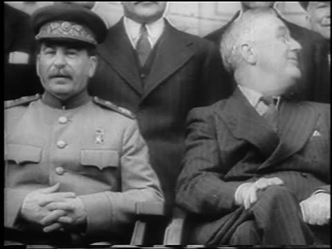 vídeos de stock e filmes b-roll de joseph stalin franklin d roosevelt sitting / teheran conference / newsreel - 1943