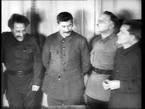 vídeos de stock e filmes b-roll de joseph stalin with high rank party members celebrating his 50th birthday / moscow russia - joseph stalin