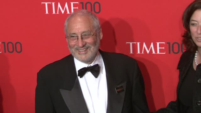 vídeos de stock, filmes e b-roll de joseph stiglitz at the time 100 gala time's 100 most influential people in the world at new york ny - evento anual