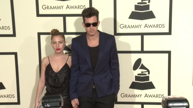 stockvideo's en b-roll-footage met josephine de la baume and mark ronson at 58th annual grammy awards® arrivals at staples center on february 15 2016 in los angeles california - 58e grammy awards