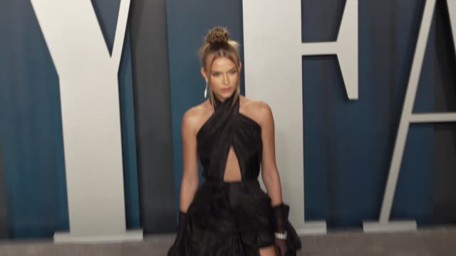 vídeos de stock, filmes e b-roll de josephine skriver at vanity fair oscar party at wallis annenberg center for the performing arts on february 09 2020 in beverly hills california - vanity fair oscar party