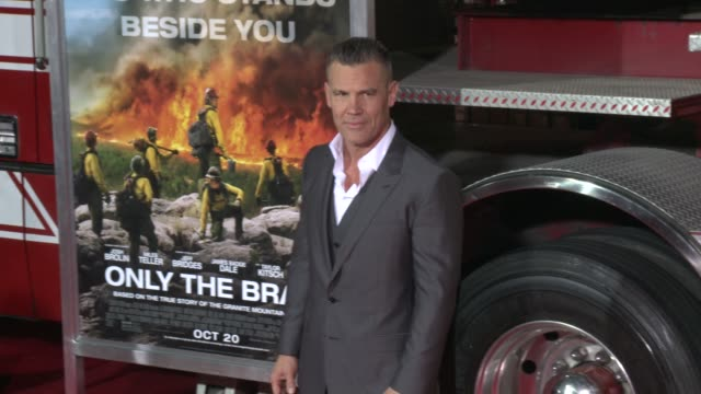 josh brolin at the only the brave premiere at regency village theatre on october 08 2017 in westwood california - only the brave 2017 film stock videos & royalty-free footage